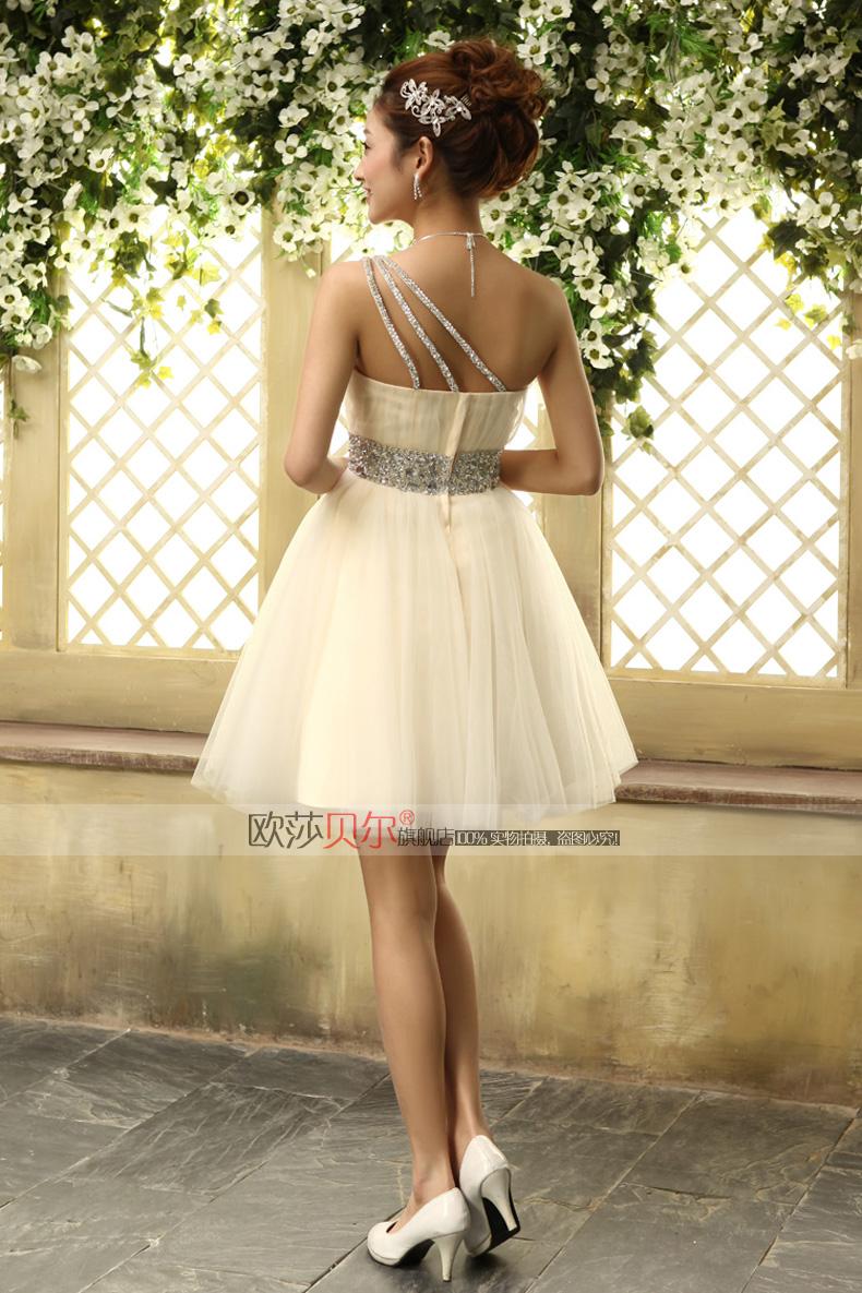 俏皮可爱短裙浅晚新娘浅晚图片